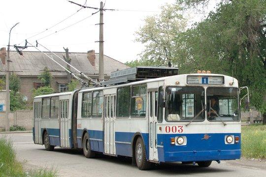 Ein älteres Trolleybus-Modell in der Ukraine